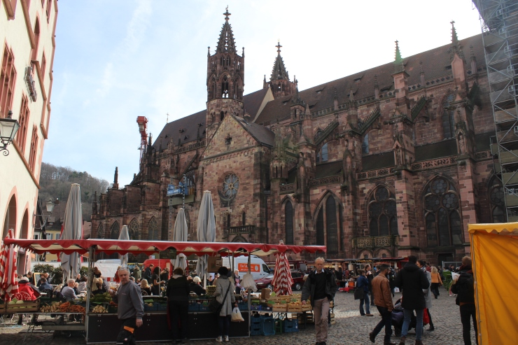Freiburger Münster and Münstermarkt.